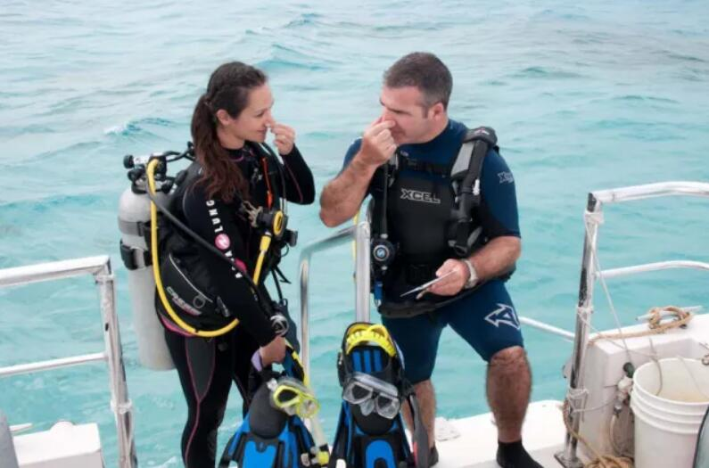 The 4 Best Places To Buy Scuba Gear Online